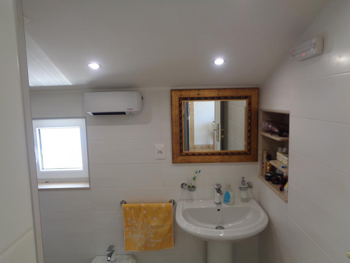 rastici-apartment-bathroom-2-l
