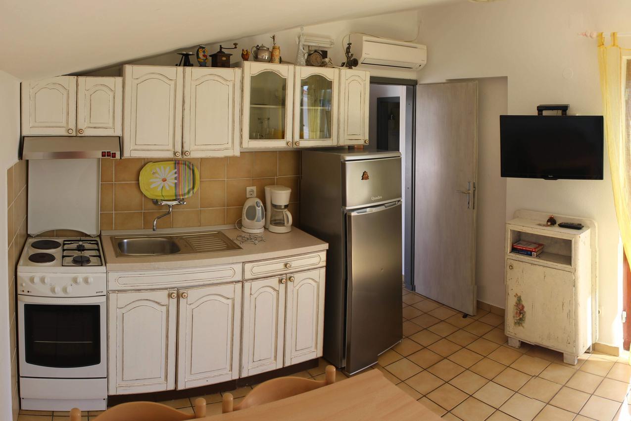 rastici-apartment-kitchen-1-l