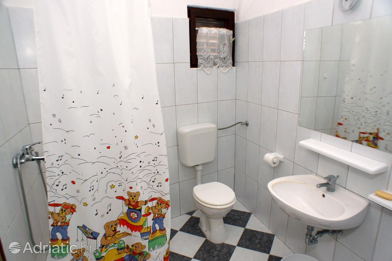 arbanija-apartment-bathroom-2-1-l