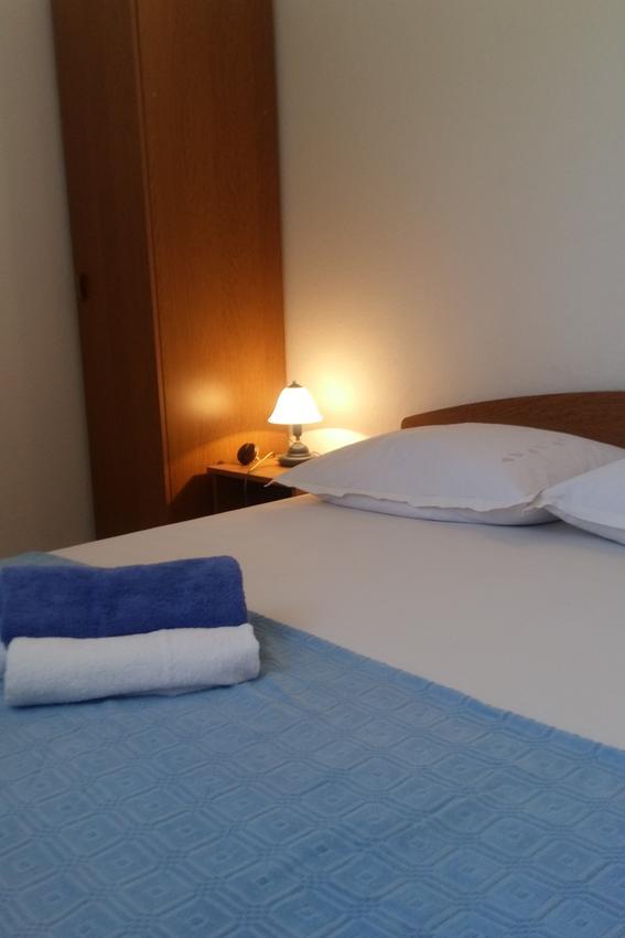 arbanija-apartment-bedroom-2-l