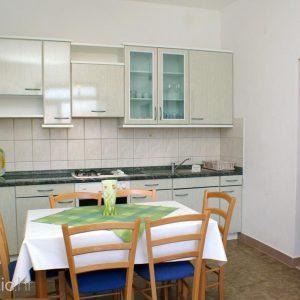 arbanija-apartment-kitchen-1-l
